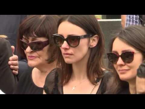 EKSKLUZIVno - Sloboda Mićalović - Skrhana bolom na očevoj sahrani - 07.06.2017.