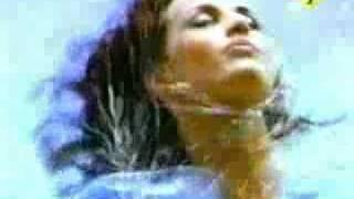2 Fabiola - Freak Out (Official Video)