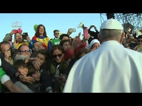 Rencontre avec les jeunes - Visite du Pape à Naples