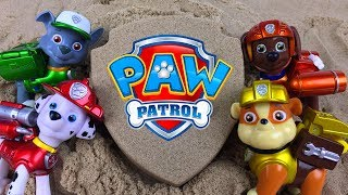 PAW PATROL KINETIC SAND BADGE SURPRISES  WITH RYDER CHASE MARSHALL RUBBLE ZUMA ROCKY EVEREST & SKYE
