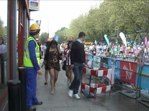 mannequin-man performming as a Living Mannequin: Mannequin Man dressed in PPE safety clothing standing outside the Machine Mart store in Docklands at the London Marathon 2011, making a few Marathon spectators jump with a scare as they walked by. for Machine Mart on 17/04/2011