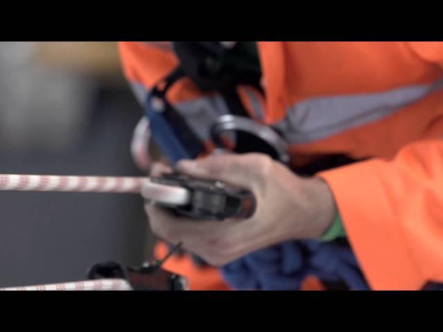 Видео Спусковое устройство Singing Rock Double Stop Plus