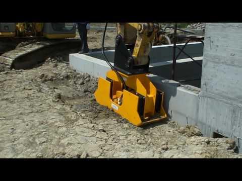 Piastra vibrante Ghedini su escavatore New Holland 215E