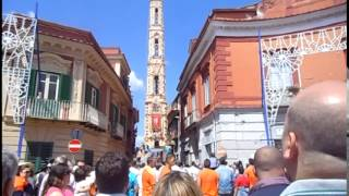 preview picture of video 'S Antimo primo arrivo in piazza 01 06 2014'