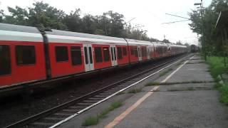 preview picture of video 'Bicske alsó, két vonat'