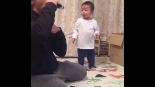 パパがおもちゃの電車を食べちゃったよ子育て育児癒し動画