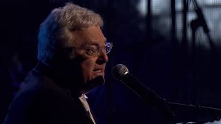 """Randy Newman performs """"I Think It's Going to Rain Today"""" at the 2013 Hall of Fame Induction Ceremony"""