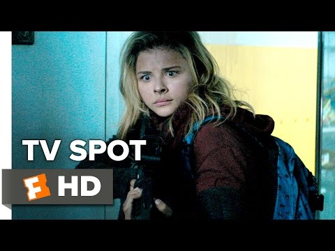 The 5th Wave (Clip 'What's in Your Hand?')