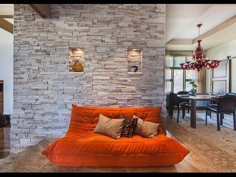 Отделка декоративным камнем современной квартиры