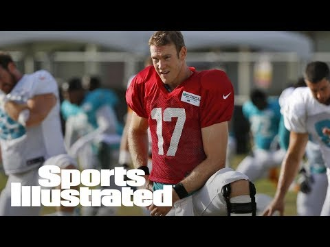 Miami Dolphins QB Ryan Tannehill Suffers Knee Injury At Practice | SI Wire | Sports Illustrated