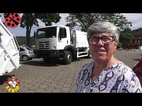 Presente de Natal para a população de Juquitiba deixa Naira Damazini só felicidade com a chegada dos 3 caminhões de coleta de lixo do governo Ayres Scorsatto.
