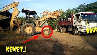 EXCAVATOR [case] And HICOM Dumb Truck,,MUAT PASIR