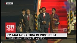 Tiba di RI, Presiden Jokowi Sambut Langsung PM Mahathir Mohamad