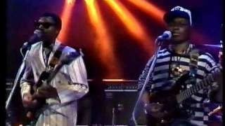 Bhundu Boys - Hupenyu Hwangu -1989 Live