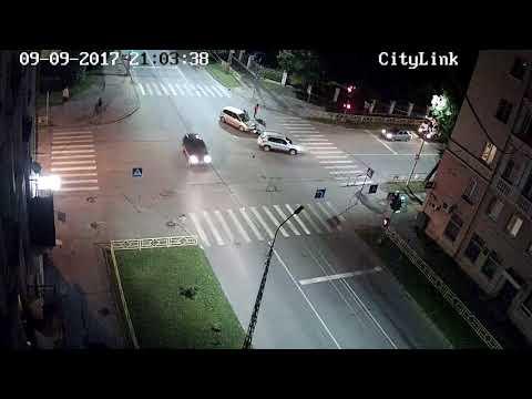 Жесткое лобовое столкновение с мотоциклистом в центре Петрозаводска