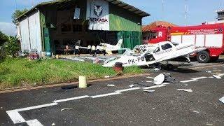 Detik-detik Pesawat Terbang Aerobatik Jatuh saat Bermanuver di Langit Cilacap
