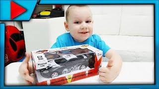 Распаковка обзор и тест драйв игрушки гоночной машины на радиоуправлении. Спорткар Aston Martin