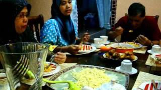 preview picture of video 'Oktober 05, 2011 Kunjungan Keluarga SHAHRIL - PEKAN BARU SUMATRA (a)'
