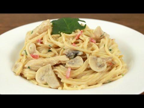 Espaguetis con pollo, champiñón y crema