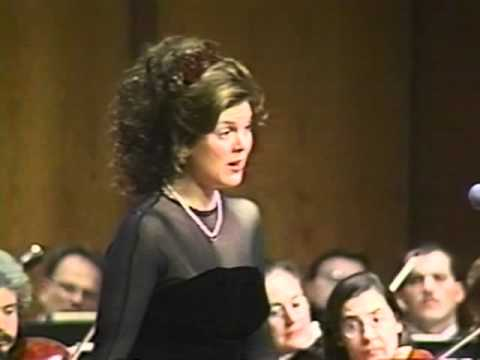 Suzanne Galer is a coloratura soprano.  Here she performs Mozart's Alleluia with conductor Alexander Platt.