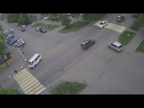 Девушка за рулём такси сбила пешехода