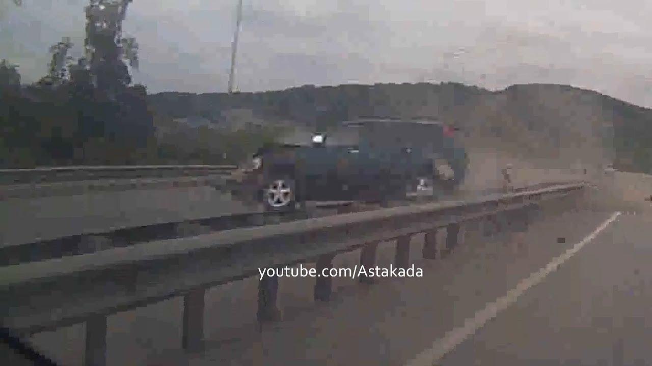 Не справился с управлением и врезался в разделитель водитель во Владивостоке