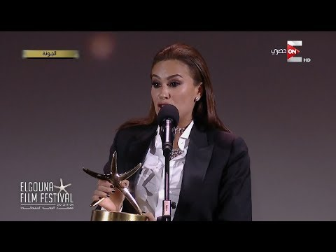 بكاء هند صبري عند تسلم جائزة نجمة الجونة لأحسن ممثلة