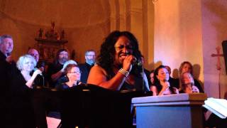 """Ingrid Arthur performs """"You'll never walk alone"""" (Aretha Franklin) with KOR 90"""