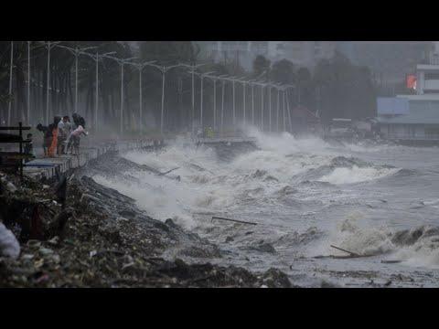 العرب اليوم - إعصار مانكوت يضرب سواحل الفلبين ويحدث دمارًا واسعًا