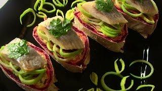 Смотреть онлайн Неклассический рецепт селедки под шубой пошагово
