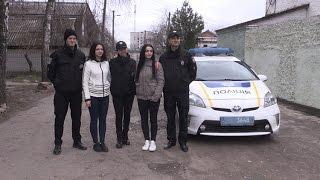 Патрульна поліція Житомира нагородила дівчат, які врятували пенсіонерку від грабіжника