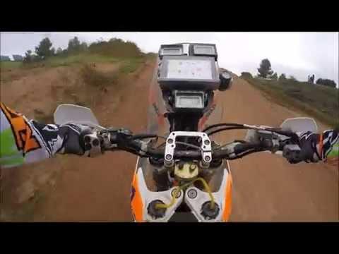 Vuelta en la moto del Dakar en circuito de MX