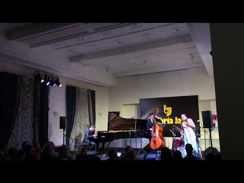 Veronica Swift and Benny Green trio at Umbria jazz 2019: «I get a kick out of you»