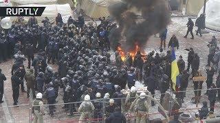 Полицейский пострадал в столкновениях у здания Рады в Киеве