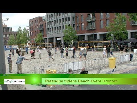 Voorronde van NK strandvoetbal op het Meerpaalplein in Dronten
