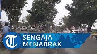 Viral Video Pengemudi Mobil Mazda Sengaja Tabrak Mobil Brio di Pekanbaru