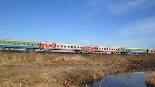Тепловоз ЧМЕ3-2150 с заброшенными пассажирскими вагонами