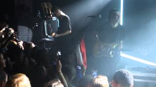 Pressure - The 1975 Live in Paris