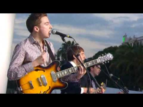 Miles Kane - Come Closer (Live au Festival de Cannes)