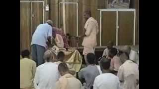 preview picture of video 'Srila BV Narayana Maharaja 1998.01.09 Nadi morning class & isKcon Temple visit.'