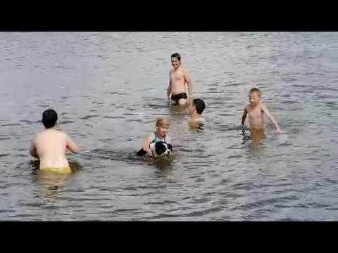 Овбози купаться 👙