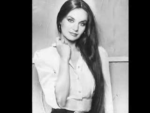 Crystal Gayle: Ready for the Times to Get Better