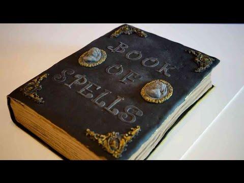 Gruselige Buchtorte zu Halloween - Fondant Buch Torte - Book of spells cake - Kuchenfee