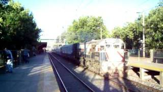 preview picture of video 'GT22 9069 pasando por Luis Guillón.'
