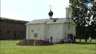 Археологи приступили к исследованию участка у северной стены церкви Андрея Стратилата в Кремле