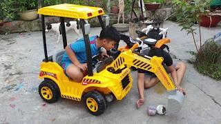Xe Máy Xúc Khổng Lồ ❤ ChiChi Kids TV ❤ Đồ Chơi Baby Pretend Play Car Excavartor