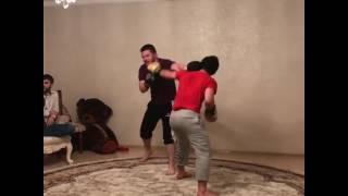 Зубайра Тухугов боксирует с братом