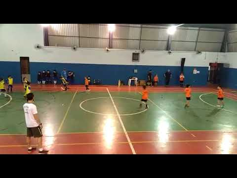 Gol do Enzo de 8 anos na Escolinha de futebol em Bauru, SP  parte 1
