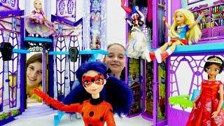 Леди Баг едет в замок Монстр Хай - супергерои и принцессы