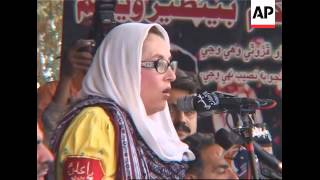 Benazir Bhutto travels to hometown, addresses thousands of supporters